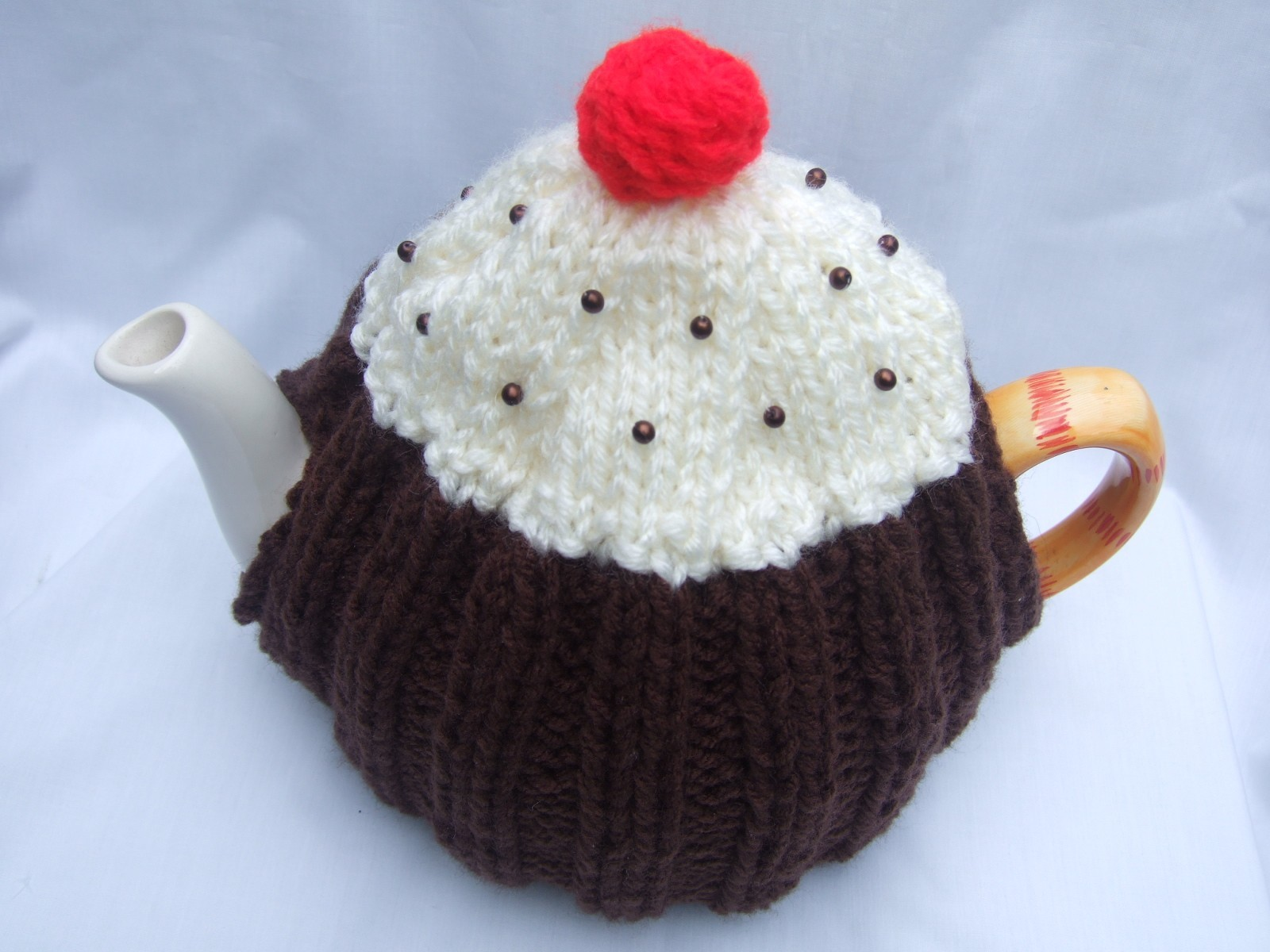 Free Knitting Pattern For Sheep Tea Cosy : Granny squares & tea cosies runwithwolves